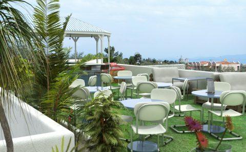 Πράσινη ταράτσα ξενοδοχείου 3d